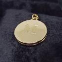 Relicário em Ouro 18k Redondo com Letra Fosca