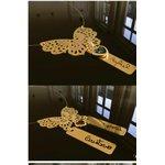 Colar personalizado banhado a ouro borboleta com a escrita de 1 ou 2 filhos (as)