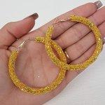 Argola Grande Detalhada Amarelo