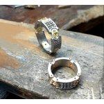 Aliança de Casamento Ouro 18k - com Diamantes e Esmeraldas