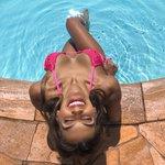 Biquíni Aruba Neon: top cortininha + calcinha de lacinho