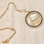 Colar Com Pingente Madrepérola Inicial Cravejada Banhada a Ouro