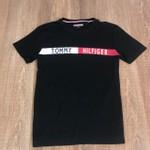 Camiseta Tommy Hilfiger - Diferenciada Preta