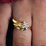 Anel Regulável Anjo Dourado com Strass Branco