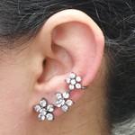 Brinco Ear Cuff Zircônia Flor Prata