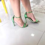 Sandália Feminina Modelo Gisele Zatz Salto Fino Bico De Folha Verde