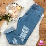 Calça Jeans com Rasgos