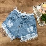 Shorts Jeans Claro Com Desfiado Na Cintura