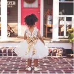 Vestido de Festa Branco com Laço Dourado