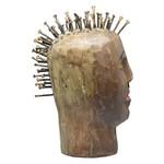 Escultura de Cabeça com Pregos