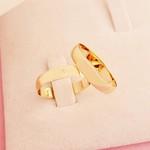 Aliança de ouro 18k 4mm 5 gramas com Diamante e Abaulada Tradicional