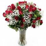 Encanto De Rosas Vermelhas No Vaso De Vidro