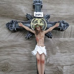 Crucifixo Resina -Medalha São Bento - 24 cm