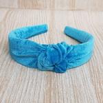 Tiara Thassia Veludo Azul Claro