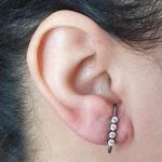 Brinco Ear Hook Semi Joia Sandy Ródio Negro