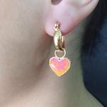 Argola Folheada Esmaltada Dourada Coração Rosa e Laranja