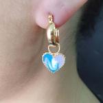 Argola Folheada Esmaltada Dourada Coração Azul e Lilás