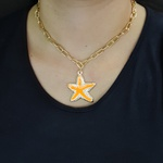 Colar Elos Dourado Estrela Do Mar Esmaltado Laranja
