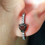 Brinco Ear Hook Semi Joia Ródio Negro Coração Hematita
