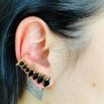 Brinco Ear Cuff Zircônia Navete Dourado Preto
