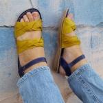 Rasteira em Couro Amarelo / Azul