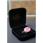 Anel Oval Quartzo Rosa Meia Volta Cravejada com Micro Zircônia No Banho de Ródio