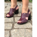 Sandália couro vinho Donna Clô