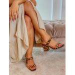 Sandália onça em couro Donna Clô