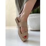 Sandália flatform nude com tachinha Donna Clô