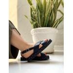 Sandália flatform preta com tachinha Donna Clô