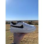 Nike Air Force 1 Branco e Dourado