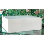 Caixa branca com tampa acoplada