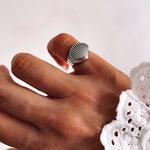 Anel Concha Pequeno Envelhecido em Prata 925