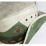 Chapéu de lona de caminhão original tom verde claro com Remendos e botão na aba