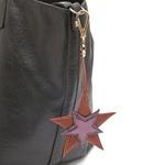 Chaveiro Estrelas Couro Havana Com Metalizado Roxo