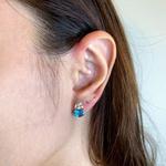 Brinco de Ouro 18K com Pedras de Topázio Azul e Cristal