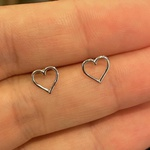 Brinco de Coração Pequeno Ouro Branco 18K