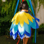 asa pássaro azul e amarelo