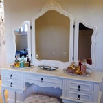 Penteadeira Provençal Em Madeira Maciça 3 Espelhos Com Banqueta Capitone