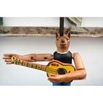 Abajur com Escultura de Lobo com Viola - Coleção ´Bonecos Instrumentistas`