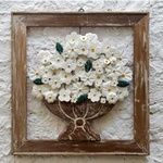 Quadro Vazado de Ânfora Médio _ Flores Brancas e Folhas