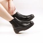 Chelsea Boots Fridda Elástico Lateral Preta Em Couro Salto 5 Cm