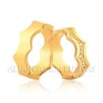 Alianças Trabalhadas em Ouro 18k com Diamantes