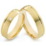 Alianças com Friso e Diamante em Ouro 18K