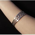 Bracelete Folhas Vazadas Banhado em Aço Inox