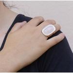 Anel Retangular Semijoia Banho De Ouro 18k Quartzo Rosa Com Detalhe Em Ródio e Ajustável