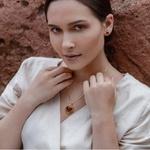 Pingente Cápsula Coração Semijoia Banho de Ouro 18K Pedras Naturais Copia