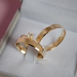 Combo Aliança em Ouro 18k 4mm 4 gramas Modelo Lucy + Solitário Ciel