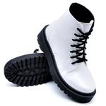Coturno Cano Médio Sola Tratorada Branco Verniz DKShoes