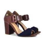Sandália em couro marrom e azul marinho